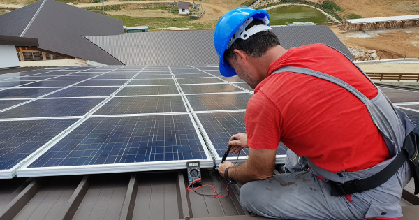 4 Benefits of Hiring Solar Panel Installation Services