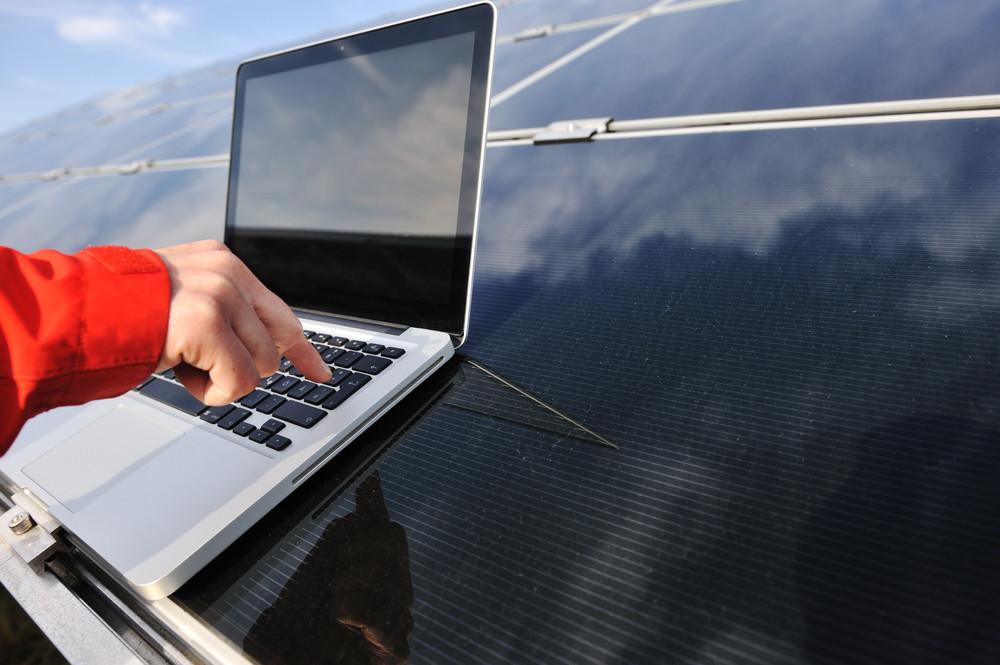 3 Common Problems That Solar Panel Maintenance Companies Diagnose